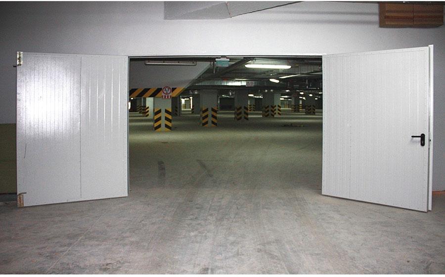 металлические распашные двери для производственных помещений